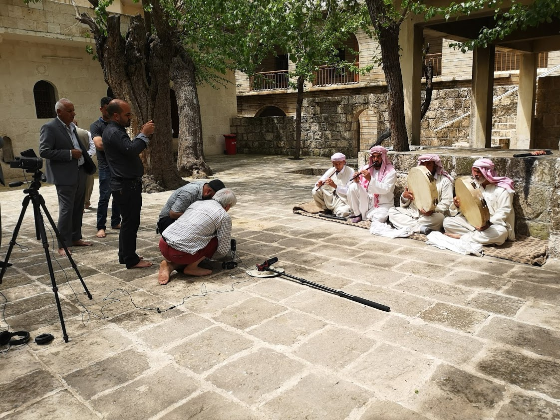 qawals being recorded